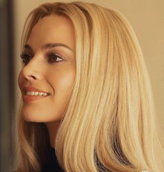 Margot Robbie Style, Margo Robbie, Blonde Hair Looks, Sharon Tate, Celebrity Beauty, Lisa, New Hair, Pretty People, Hair Inspiration