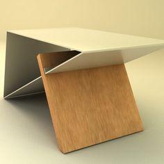 Mesa elaborada en metal y madera. Es una lámina de metal doblada para dar forma triangular y dejar un espacio donde se integra con la madera. Su diseño hace que sea una mesa ideal para ambientar los espacios por sus elegantes esquinas, su forma triangular permite que se puedan almacenar objetos en su interior, además brindar estabilidad a la mesa. Es de fácil ensamble. Contiene planos para el montaje. Este producto puede variar en el color y el tipo de madera, lo cual estará sujeto a las…