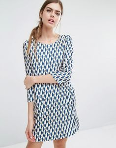 Buy it now. Suncoo Candy Shift Dress in Geo Print - Multi. Casual dress by Suncoo, Woven fabric, Round neckline, All-over geometric print, Zip back closure, Regular fit - true to size, Machine wash, 100% Polyester, Our model wears a UK 8/EU 36/US 4 and is 176cm/5'9.5 tall. ABOUT SUNCOO Fashion and design collided for Parisian label Suncoo back in 2007. With a foundation of clean, minimalist lines, founders Stella and Thomas epitomise Parisian cool with their wardrobe staples. Look to them…