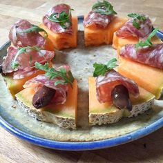 10 Unique Pizzas Ideas You Should Try At Least Once - HomelySmart Antipasto, Appetizer Buffet, Appetizers, Greek Dinners, Brunch, Party Dishes, Snacks Für Party, Creative Food, Bruchetta