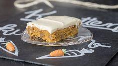 Dieses Rezept für einen Karottenkuchen mit Walnüssen und Frosting vom Blech ist so saftig und doch recht schnell nachzubacken, das hat selbst unseren Blechkuchenmann überrascht!