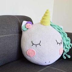 DIY como hacer un cojín unicornio a crochet Crochet Diy, Crochet Home, Love Crochet, Filet Crochet, Dyi Pillows, Crochet Mermaid, Christmas Crochet Patterns, Ideias Diy, Crochet Cushions