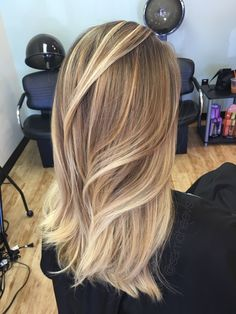 Honey blonde balayage for dirty blonde hair // ombre for blonde hair // Instagram @samcheevs