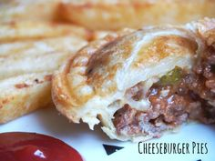 If you love cheeseburgers, you're going to love this pie maker recipe for Cheeseburger Pies. They're basically cheeseburgers in pie form. Mini Pie Recipes, Apple Recipes, Beef Recipes, Cooking Recipes, Savoury Recipes, Pastry Recipes, Chicken Recipes, Curry Pie Recipe, Sunbeam Pie Maker