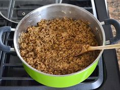 Mujaddara is a simple but flavorful rice and lentil pilaf, topped with sweet caramelized onions. Lentil Recipes, Rice Recipes, Vegetarian Recipes, Cooking Recipes, Healthy Recipes, Lebanese Rice Recipe, Lebanese Recipes, Magic Recipe, Rice Grain