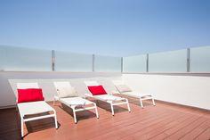 Sweet Romántico Outdoor Sofa, Outdoor Furniture Sets, Outdoor Decor, Sun Lounger, Home Decor, Chaise Longue, Decoration Home, Room Decor, Home Interior Design