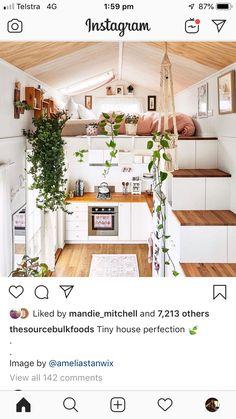 Single Floor House Design, Apartment Essentials, Minimal Living, Tiny House On Wheels, Smart Home, Minimalism, Table Settings, Flooring, Table Decorations
