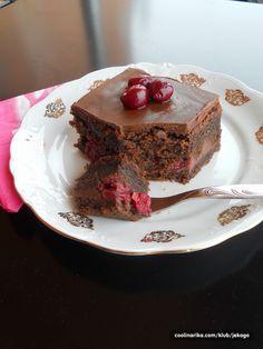 Jos jedan obican crni kolac- kremast, ukusan, od jednostavnih, jeftinih sastojaka, uz dodatak visnjevace da nas zagreje u ovim hladnim danima...;)))