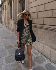 From Anna Wintour to Margot Robbie, These Are the Best Bob Hairstyles to Copy Casual Summer Outfits, Classy Outfits, Spring Outfits, Work Outfits, Fashion 2020, Girl Fashion, Fashion Outfits, Rachel Stevens Style, Athleisure