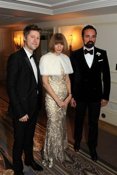 Christopher Bailey, Anna Wintour and Evgeny Lebedev. Do I spot Chanel? Anna Wintor, Anna Wintour Style, Christopher Bailey, Fashion Leaders, British American, Classic Elegance, Fashion Story, Fashion Editor, Style Icons