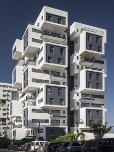 Image 17 of 27 from gallery of 22 Haganim st. Ramat Ha'sharon / Bar Orian Architects. Photograph by Amit Geron