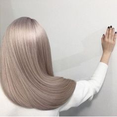 ▪️ Hair botox ▪️ Hair Botox is a deep conditioning treatment that coats hair fibers with a filler, such as keratin. The treatment fills in any broken or thin areas on each hair strand to make Hair Color And Cut, Silver Hair, Balayage Hair, Gorgeous Hair, Hair Looks, Pretty Hairstyles, Hair Trends, Dyed Hair, Hair Inspiration