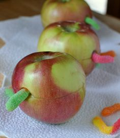 Wormy Apples How-To ~ filled with peanut butter. cute idea for a hungry catapillar party Or for a fun lunch experience with the kids? Soirée Halloween, Apple Theme, Cake Pops, Very Hungry Caterpillar, Chenille, School Snacks, Kid Friendly Meals, Creative Food, Cupcakes