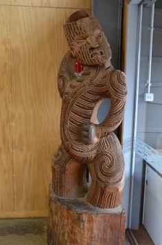 Maori Carving At Te Puia Maori Arts And Crafts Institute - New Zealand Maori Face Tattoo, Maori Words, Maori Tribe, Polynesian People, Maori Patterns, Maori Designs, Wood Carving Designs, Maori Art, Kiwiana
