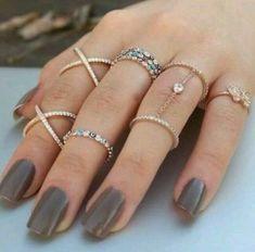 Rings – Ringen – The post Ringen – appeared first on Frauen Schmuck. Hand Jewelry, Cute Jewelry, Jewelry Rings, Jewelry Accessories, Fashion Accessories, Jewelry Design, Fashion Jewelry, Jewellery, Trendy Accessories