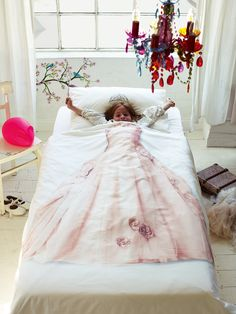 Princess duvet set. This is precious for a little girl's room. (or my room)