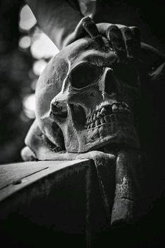 dark skull black and white