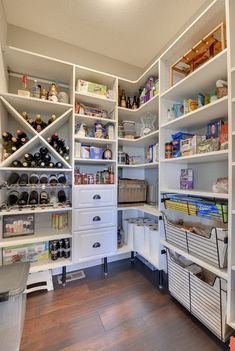 Looking to design a walk-in closet in your home? Let California Closets design a premium closet solution that matches your style, storage needs and budget. Kitchen Pantry Design, Kitchen Organization Pantry, Kitchen Pantries, Organized Kitchen, Kitchens, Basket Organization, Pantry Ideas, Closet Ideas, Kitchen Cabinets