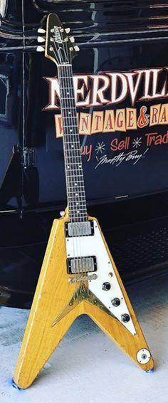 "Joe Bonamassa's Gibson Korina ""Trash Bag V"" Gibson Flying V, Joe Bonamassa, Trash Bag, Guitar Design, Beauty, World, Guitars, Bin Bag, Trash Pack"