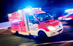 Berlin: Autofahrer attackiert Retter bei Notfalleinsatz - SPIEGEL ONLINE - Panorama