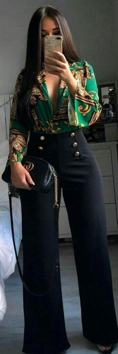 Brilliant Spring Outfits To Copy Now woman wearing green and brown plunging neckline long-sleeve shirt and black straight cut pants taking selfie. Pic by Ecstasy Models – Womens Fashion & Streetstyle Fashion 2018, Look Fashion, New Fashion, Trendy Fashion, Womens Fashion, Fashion Spring, Fashion Ideas, Fashion Dresses, Fashion Clothes