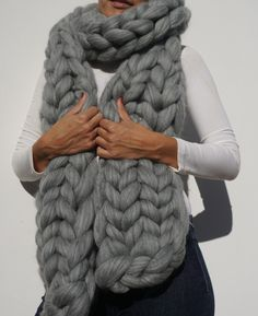 This Arm Knitted Giant Chunky Knit Scarf will definitely keep you warm and cosy during winter and will become your go to fashion accessory! Giant Knitting, Knitting Club, Arm Knitting, Double Knitting, Chunky Knit Scarves, Chunky Yarn, Chunky Knits, How To Make Scarf, Knitting Magazine
