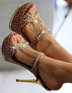 Love them! I can't imagine wearing them though, I haven't got the 'fabulous' personality to carry them off!