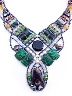 Usando arames como uma profissional: Se você já tem um interesse em usar arames ou fios copper na montagem de bijuterias, a dica de hoje vai te inspirar.