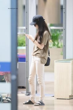 Work Fashion, Fashion Beauty, Womens Fashion, Simplicity Fashion, Bad Girl Outfits, Kim Yoo Jung, Asia Girl, Korean Celebrities, Airport Style
