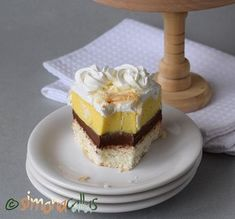 Tort cu cocos vanilie ciocolata si frisca Romanian Desserts, Something Sweet, Vanilla Cake, Tiramisu, Sweet Treats, Cheesecake, Food And Drink, Cooking, Ethnic Recipes