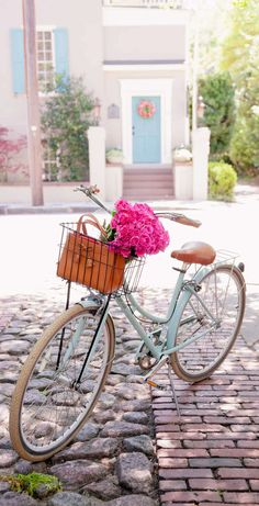 Bike Riding In Charleston, South Carolina - Flowers In A Bike Basket - Zero George Bikes - Kate Spade Stripe Dress - Poor Little It Girl Bici Retro, Retro Bike, Bicycle Decor, Bicycle Basket, Bicycle Design, Photo Velo, Shop Dress Up, Striped Shirt Dress, Stripe Dress