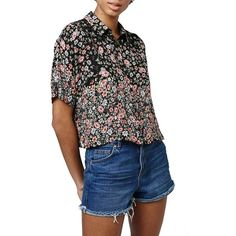 Topshop 'Ivy' Ditsy Floral Print Crop Shirt (67,585 KRW) ❤ liked on Polyvore featuring tops, black multi, button front shirt, flower crop top, boxy crop top, flower shirt and short-sleeve shirt