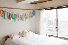 "I loove blogger ""Hello Sandwich"" & her apartment. Click through for more cuteness :)"