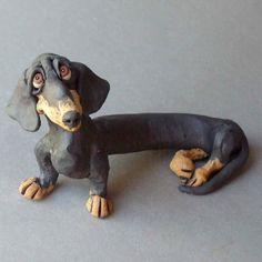 Sculpture en céramique noir et Tan teckel par RudkinStudio sur Etsy