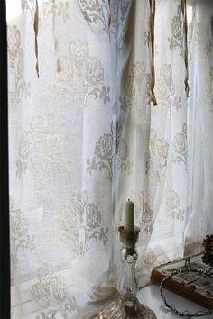 Measure/Weight H: 95 cm, W: 140 cm Quality 100% cotton