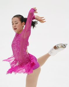 NHK杯・女子ショートプログラム(SP)で演技する浅田真央=長野・ビッグハット(2015年11月27日) 【時事通信社】 (477×600) http://www.jiji.com/jc/d4?d=d4_asa&p=mao505-jpp020372157