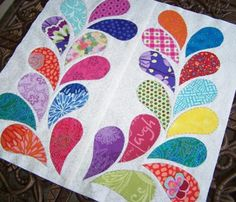 Hive4 April Tutorial by Heather Browne of HotPinkThread Happy Spring, Here in CT we are stillhovering around 20-40 degrees in the...