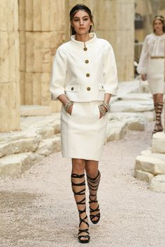 Find tips and tricks, amazing ideas for Chanel resort. Discover and try out new things about Chanel resort site Chanel Cruise, Chanel Resort, Chanel 2017, Chanel Chanel, Chanel Bags, Chanel Handbags, Chanel Couture, Fashion 2018, Runway Fashion