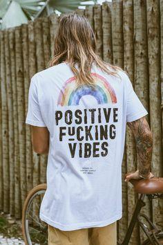 Camisetas / Birden Co. - Loja Online Design T Shirt, Tee Shirt Designs, T Shirt Surf, Surf Style Men, Cool Shirts, Tee Shirts, Male T Shirt, Surf Outfit, Men Design