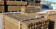 Madera. Ponemos a su disposición modelos específicamente adaptados para aserraderos de madera, fabricantes de embalajes en madera, fabricantes de muebles, productores de molduras, puertas, ventanas, etc... Soluciones de flejado y enfardado, agrupado de productos, paletizado, automatización de líneas, etc...