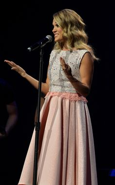 Carrie Underwood Photos - Carrie Underwood accepts the Gene Weed Special Achievement Award at the Annual ACM Honors at the Ryman Auditorium on September 2014 in Nashville, Tennessee. - Annual ACM Honors - Show Modern Country Music, American Country Music Awards, Country Singers, Carrie Underwood Photos, Still Love Her, All American Girl, Country Women, Chris Young, Red Carpet Fashion