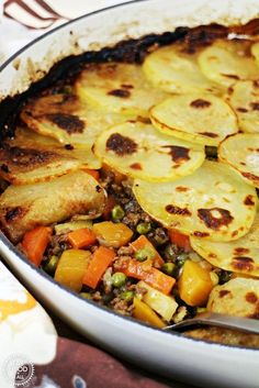 Low Carb Recipes To The Prism Weight Reduction Program One Pot Minced Beef Hotpot Is A Delicious, Comforting Family Meal Packed Full Of Root Vegetables And Peas Via Fab Food 4 All Mince Dishes, Beef Dishes, Minced Meat Dishes, Meat Recipes, Cooker Recipes, Healthy Recipes, One Pot Recipes, Sirloin Recipes, Fast Recipes
