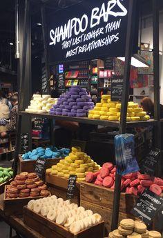 Impressionen aus dem neuen Lush-Shop in London. - Impressionen aus dem neuen Lush-Shop in London. Lush Aesthetic, Lush Shop, Shower Bombs, Lush Bath Bombs, Soap Shop, Lush Cosmetics, Lush Products, Organic Soap, Shampoo Bar