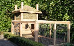 Foto: Kippenhok gemaakt naar het model van een Sallandse Hooiberg. Het dak is gemaakt van Sedum.. Geplaatst door agnes74 op Welke.nl