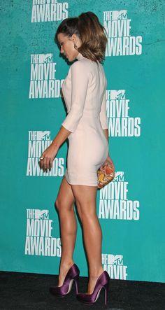 Kate Beckinsale. Purple shoes!!!