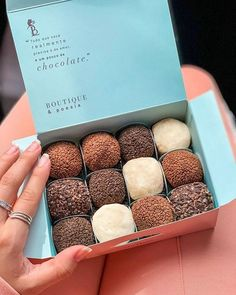 Image in Doce collection by cinderelamodernizada Brownie Packaging, Baking Packaging, Dessert Packaging, Chocolate Packaging, Food Packaging Design, Skincare Packaging, Coffee Packaging, Bottle Packaging, Diy Dessert