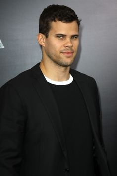 Kris Humphries is very happy euh gay after Kim divorced him