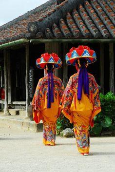 Traditional Okinawan Dancers http://www.okinawa.se Okinawa, Japan
