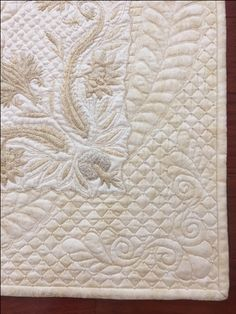Close up of linen wholecloth quilt done by Kathy Heystee. Longarm Quilting, Free Motion Quilting, Hand Quilting, Quilting Projects, Quilting Designs, Bible Covers, Book Covers, Whole Cloth Quilts, Quilt Border