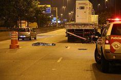 Caminhoneiro morre após atropelamento na Marginal Tietê em SP http://noticias.terra.com.br/brasil/cidades/sp-atropelamento-na-marginal-tiete-deixa-um-morto,c563435ca2a6b410VgnVCM3000009af154d0RCRD.html…